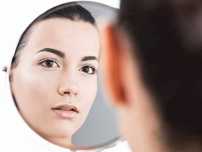 اختلال خود زشت پنداری چیست ؛ درمان خودزشت انگاری