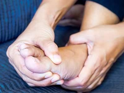 سندروم پای بیقرار چیست و چگونه درمان میشود؟
